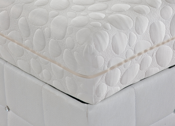 white quilted mattress
