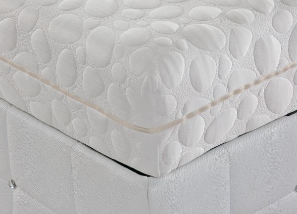 white quilted mattress