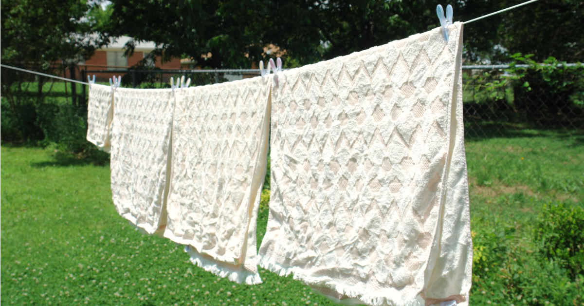 Line drying clothes has so many benefits! Including saving money and helping you lose weight!