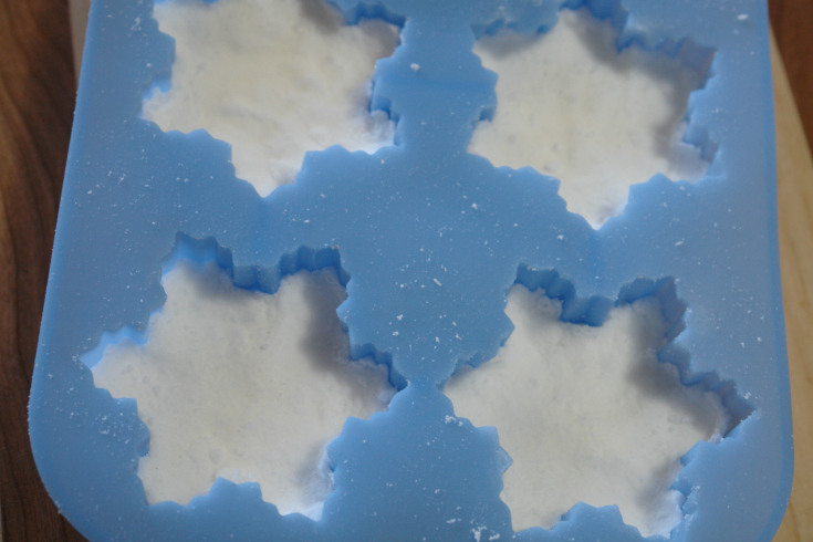 peppermint bath bombs in snowflake silicone mold