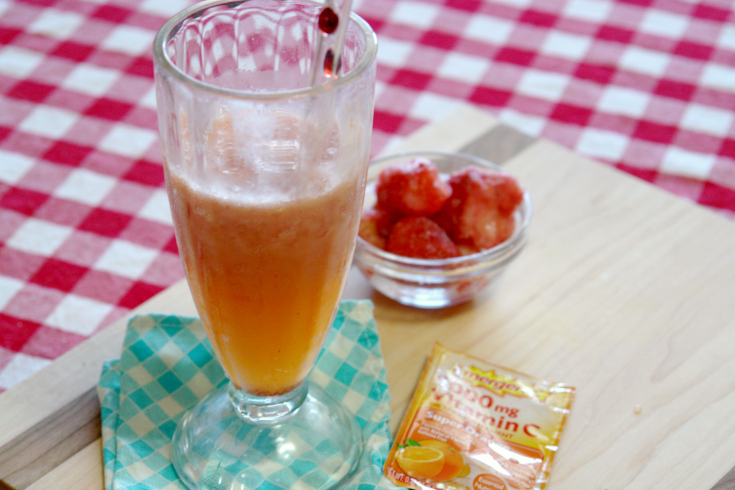 This Strawberry Orange Smoothie is so easy to make and delicious! It's also packed with vitamins because it uses Emergen-C. #shop #HowDoYouEmergenC