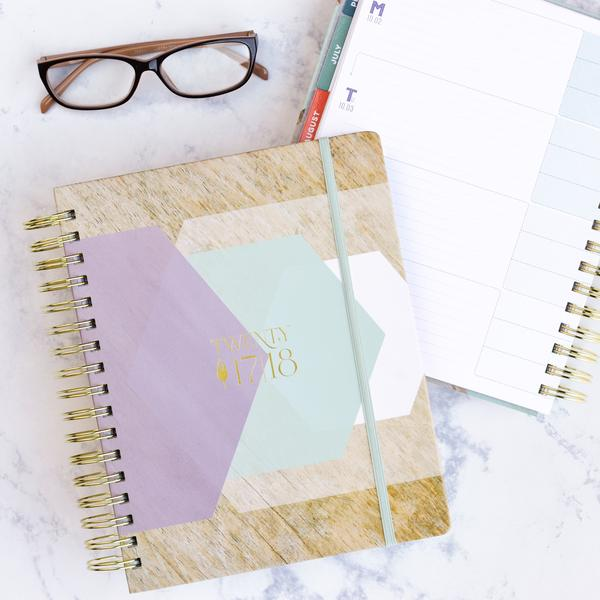 Best planners for homemakers, happy planner, erin condren, sugar paper, inkwell press, blue sky planner, day designer, living well planner, passion planner, limelife planner