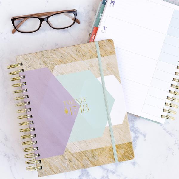 Best planners for homemakers, happy planner, erin condren, sugar paper, inkwell press, blue sky planner, day designer, living well planner, passion planner, limelife planner