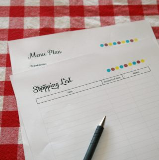 How to Save Money With Your Shopping List, write a shopping list, meal planning, grocery shopping, printables