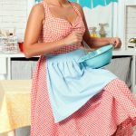 How to Be a 1950's Housewife