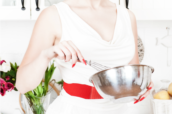 1950s housewife using mixing bowl