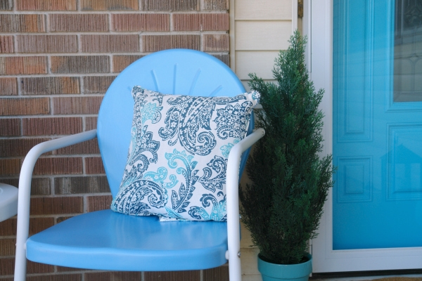 blue chair with green tree