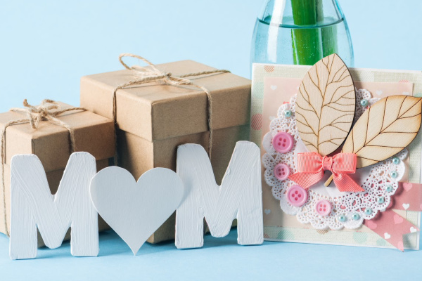 mom sign, card, gifts and flowers