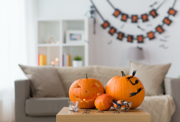 Living room with pumpkins and Halloween decorations
