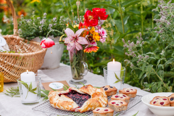 vintage garden party table
